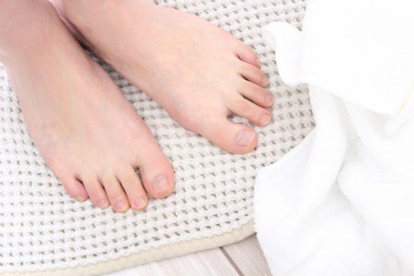 爪水虫の原因は外反母趾かも イメージ