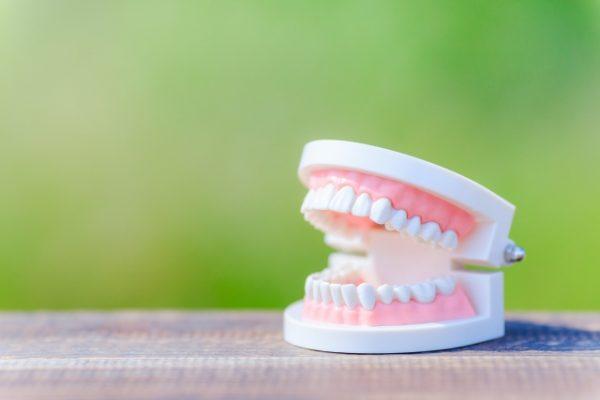 口腔ケアのススメ・・・15 Q銀色のかぶせ物を白くできますか? イメージ