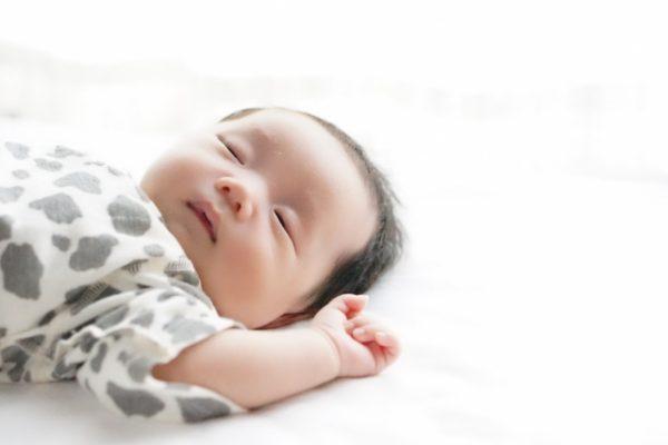 口腔ケアのススメ・・・24 Q:赤ちゃんが何でも口に入れてしまいますが、大丈夫ですか? イメージ
